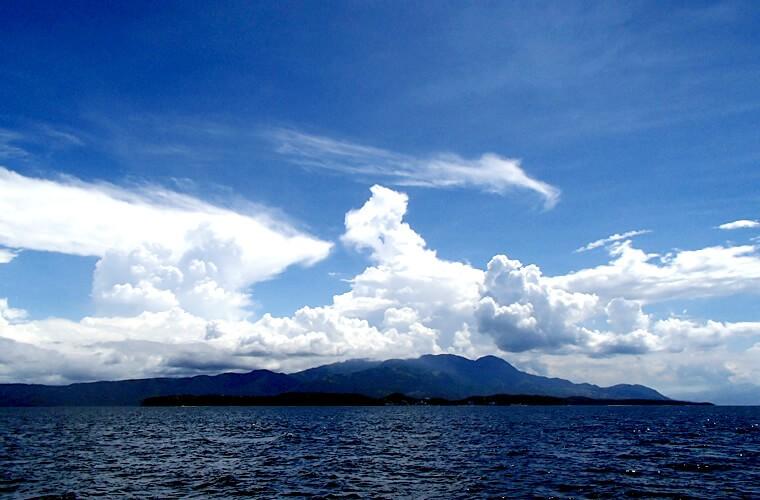 バンカーからプエルトガレラ・サバンビーチ。この日は大きく雲が広がっていました。