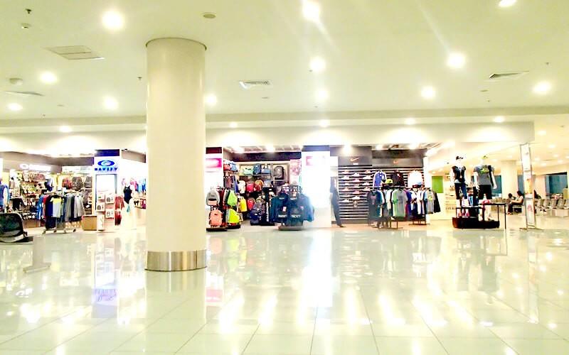 マニラ空港のターミナル3はどんどんと改築されていて、清潔でゆっくりできるカフェや飲食店も増えています。コンビニはもちろん、ショッピングも充実してきているので、時間も潰せます。