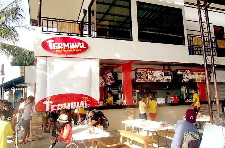 ホワイトビーチの港のそばにある、TERMINALというファストフード系レストラン。