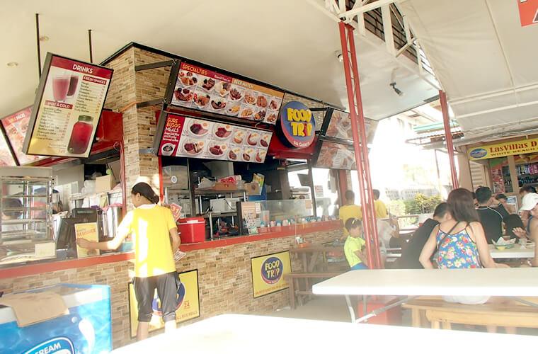FOOD TRIPというレストラン。こちらも似たようなフィリピン定食の様なメニューが多いです。価格は一品100〜250ペソくらい。