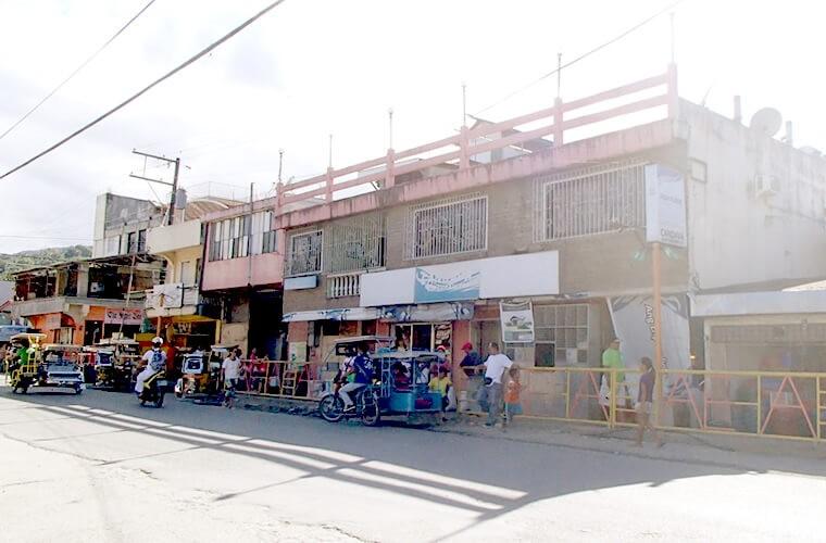 プエルトガレラ中心部のメインストリート沿いにあるCANDAVA!
