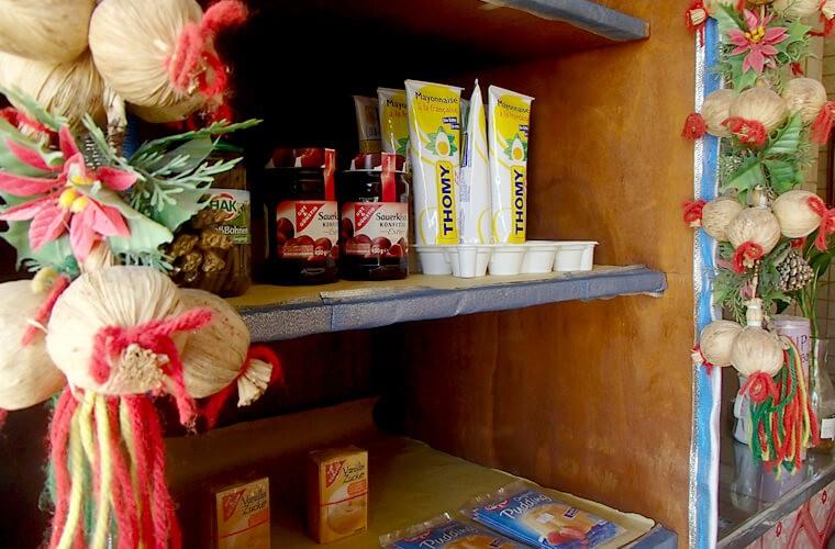 ジャムやピクルス、マヨネーズなどの調味料や缶詰めなども販売されています