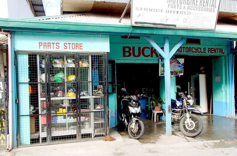 プエルトガレラにはバイクのレンタルショップが多数あります。ホテルや一般の人が貸してくれることもあるようです。