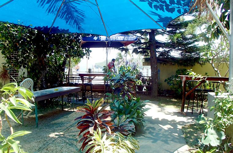 レストランの奥に、日陰のあるガーデンがありました。植物が多くて気持ちが良いです。