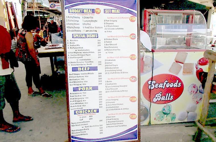 シジリング・アドボ・シニガンなどのフィリピン料理に加えて、大人数用でセットメニューも注文できるレストランも。この看板の5〜6人用セットメニューだと、ポーク・シニガン、チャプスイ、フライドチキン、ソフトドリンク、ライス人数分で750ペソとなっています。