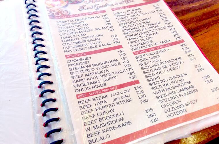 サラダなどの前菜からビーフ・魚系のメニューです。この日はビーフ系が売切れとのこと・・・。