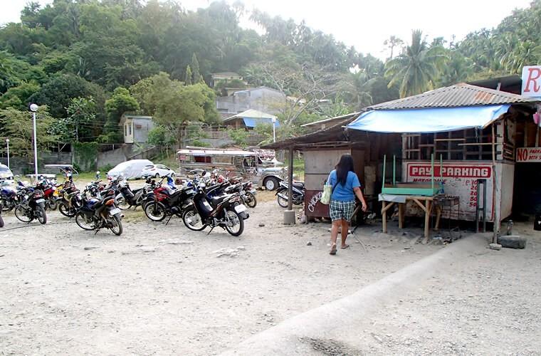 地元の方も、外国人の方もここの駐車場を多く利用されています。