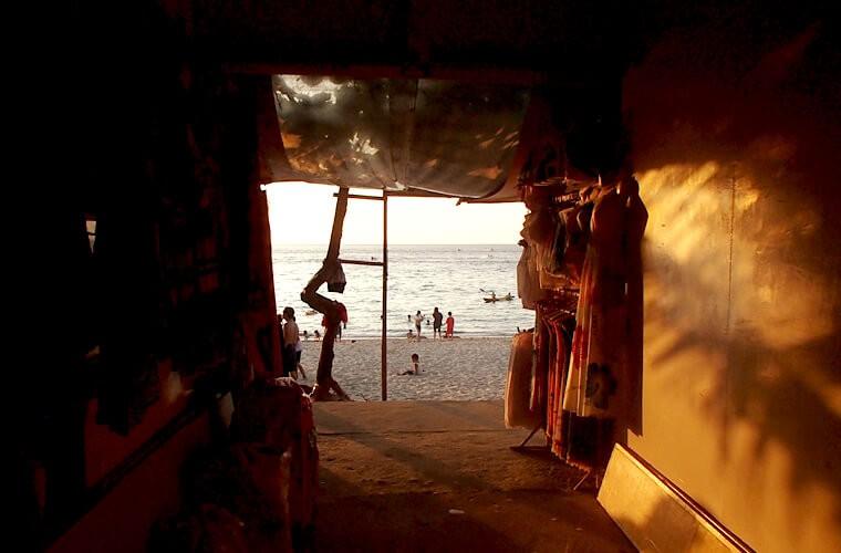 うろうろしてもビーチの方向だけわかれば、こんな所から出られます。