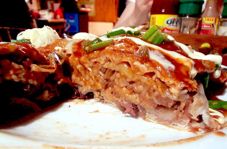 お肉はビーフ、チーズはモッツァレラをセレクト。ボリュームたっぷりでひとりでは食べきれないくらい!