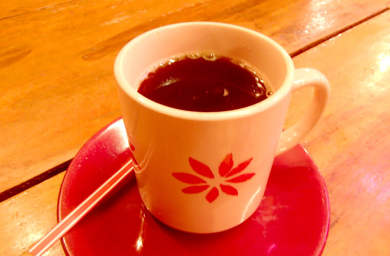 食後のコーヒー1杯50ペソ。インスタントではないのですが、とても薄かった・・・。
