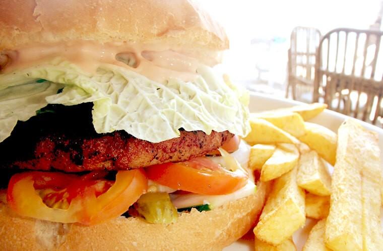 この日もABワンダー特製ハンバーガーです!