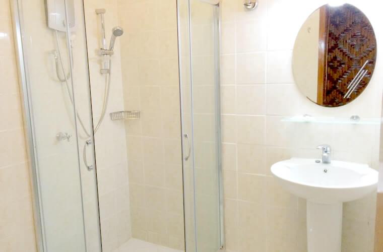 清潔で新しめなシャワールーム!