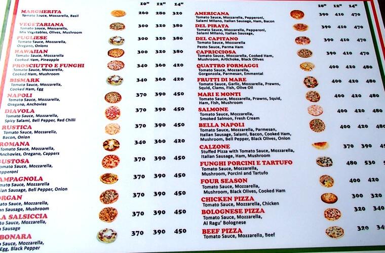 ピザメニューの一部です。1番大きい14インチを注文しても1,000円ちょいで食べられます!女性2人ならピザ1枚にサラダ・前菜1品でも十分なくらい。おすすめは定番のNapoli(ナポリ)とQUATTRO FORMAGGI(クアトロフォルマッジ)。チーズたっぷりのクアトロには是非ブルーチーズの追加を!