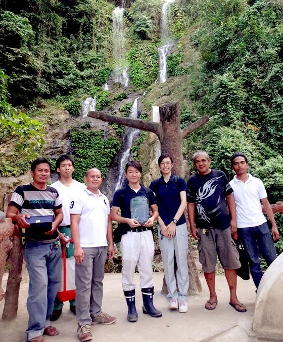 最後に、現在タマラオの滝で運用を行ってくれているプエルトガレラ市スタッフ・工事業者さんと記念撮影!