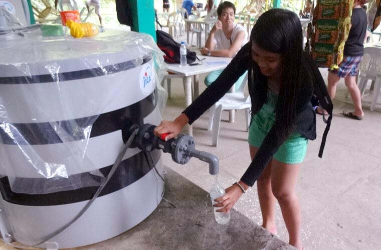 これからはタマラオの滝で安心な飲料水を飲むことができます。