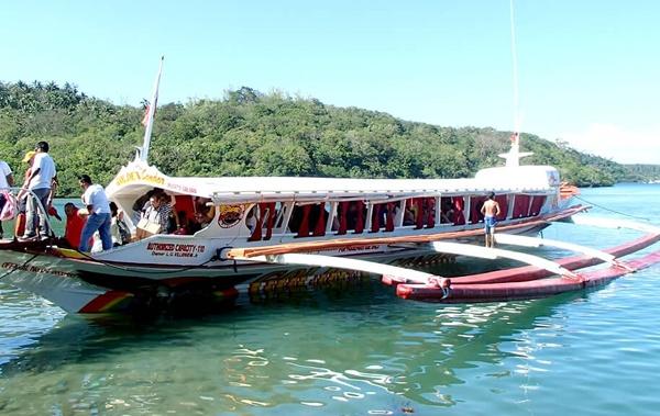 バタンガスからプエルトガレラへの行き方|大型バンカーボート利用でプエルトガレラまで約1時間。