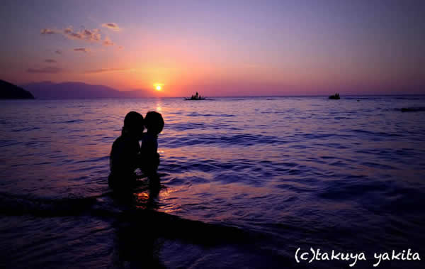 まず、見せたい景色。|プエルトガレラでは思わず息をのむほど美しい夕日に出逢えます。