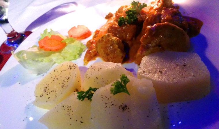 朝食からOPENのプエルトガレラのレストラン「Le Bistro」をご紹介。ムリエの港沿いでフィリピン・イタリアン料理などが食べられます。